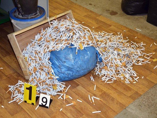 Disky na auto jako krycí náklad téměř půldruhého milionu cigaret.