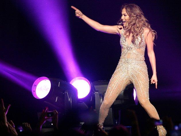Jennifer Lopez na pražském koncertě v rámci turné Dance Again