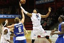 Basketbalisté Chomutova porazili USK 75:66.