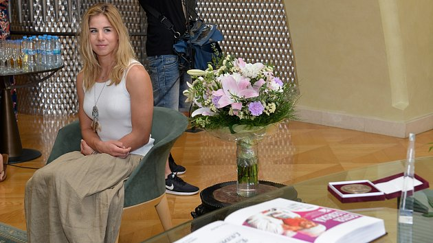 Olympijská hrdinka Ester Ledecká je nejmladší čestnou občankou Prahy 1.