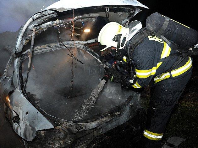 Požár vozu vRadotíně.