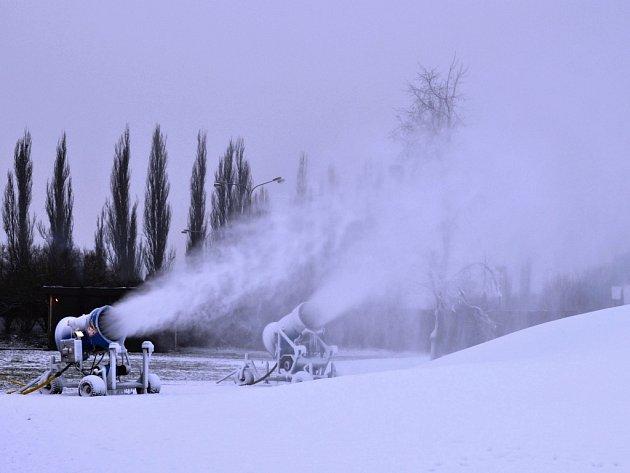 Skipark Chuchle v areálu dostihového závodiště v Praze.