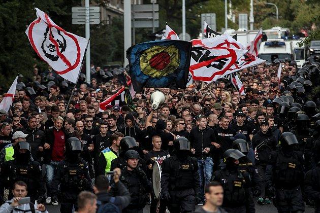 Zápas 7. kola Het ligy mezi Sparta Praha a Slavia Praha, hraný 17. září v Praze. Fanoušci Sparty šli na stadionu v Edenu tradičním pochodem z Letné.