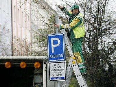 Praha si od zón slibuje regulaci dopravy a méně zaparkovaných aut v ulicích metropole./Ilustrační foto