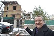 Starostka Renata Chmelová před vilou Na Šafránce.