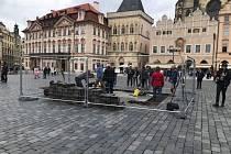 Tým akademického sochaře Petra Váni odkryl 29. května 2019 část dlažby na Staroměstském náměstí a zahájil tak obnovu mariánského sloupu.
