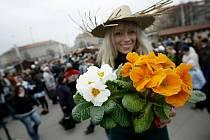 Farmářský trh na Vítězném náměstí v Praze 6 nabízel 20. března zemědělské produkty a potraviny od českých výrobců. Podobná tržiště, v zahraniční obvyklá, v metropoli dnes téměř neexistují.
