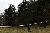 U protihlukového valu ve Stodůlkách byl nalezen mrtvý muž.
