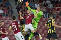 Plichta. Z tohoto závaru sparťanští fotbalisté neskórovali, po změně stran ale duel s Vitesse Arnhem alespoň vyrovnali.