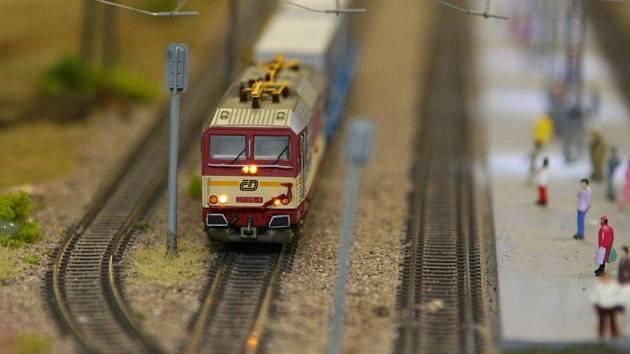 Království železnic - stálá expozice největšího modelového kolejiště v České republice je situována v prvním a druhém podzemním podlaží administrativního centra Anděl City v Praze na Andělu.