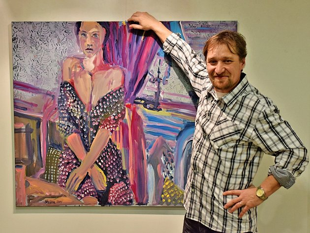 Výtvarník a galerista Roman Křelina vystavuje v galerii pre svá díla.