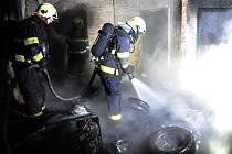 Hasiči zasahovali u požáru nákladního auta v Kolovratech.