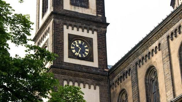 Hlavní město zahájilo obnovu věžních hodin na pražských památkách.