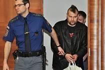Zmírnění verdiktu se v úterý dočkal u odvolacího senátu Vrchního soudu v Praze Martin Šmucler, který loni 31. března zaútočil na osm let starší bývalou družku.