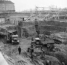 Pokládání základů pro budovu Technického muzea v Praze na Letné. 22. 3. 1939.