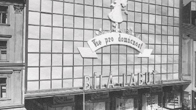 Bílá labuť slaví 80. výročí otevření. Obchodní dům v Praze začal fungovat 19. března 1939.