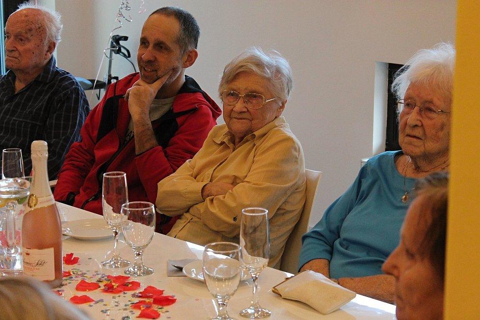 Eleonora Ballíková slaví 100 let v domově Zátiší.