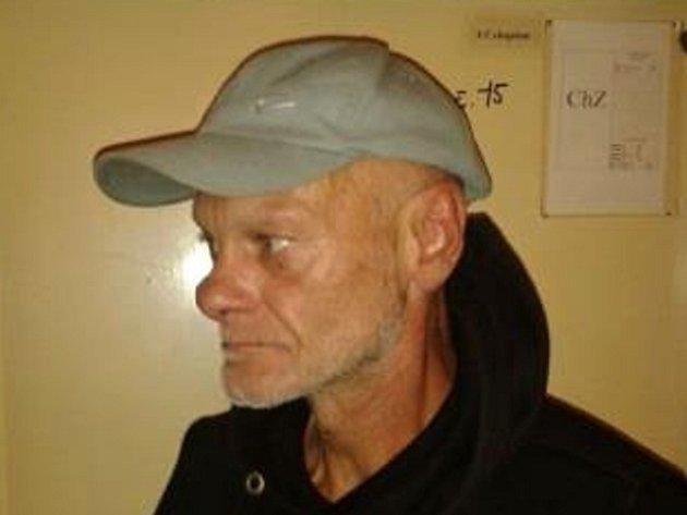 Muž, který je podezřelý z brutálního napadení na Národní třídě v Praze.