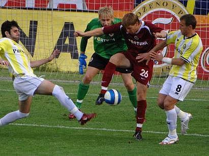 ZAHRANIČNÍ SOUPEŘI. V letním přípravném období se české prvoligové celky často střetávají i se zahraničními soupeři. Sparta porazila na Letné Ameri Tbilisi 3:0