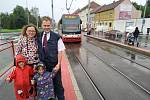 Kuriózní seznámení. Dvojice se poznala poté, co Moniku srazila tramvaj. Tu řídil její budoucí manžel Vít Malý.
