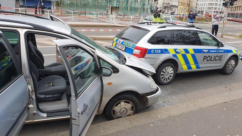 Pronásledování zdrogovaného řidiče.
