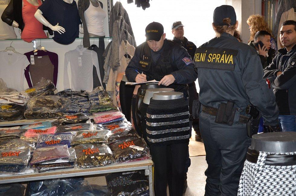 Padělky v tržnici SAPA.