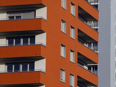 Zatímco nyní za 60 metrový byt první kategorie platí obyvatelé obecních domů v osmé městské části 2773 korun za měsíc, po červencovém zdražení to bude zaokrouhleně 3611 korun.