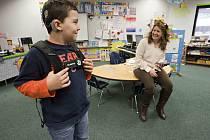 Vzdělávání neslyšících je podle vývojové psycholožky Markéty Šmídové například v USA na vyšší úrovni, než v Česku. Hlavním problémem je chybějící koncepce.