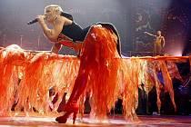 Funhouse. Pink předvedla vysočanské aréně barevnou show.