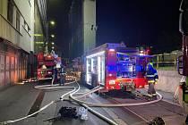 Z požáru průmyslového areálu v Záběhlicích, kde hořela 8. září 2021 vzduchotechnika.