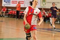 Tereza Pokorná spěchá za jednou ze svých devíti branek v síti Kunovic.