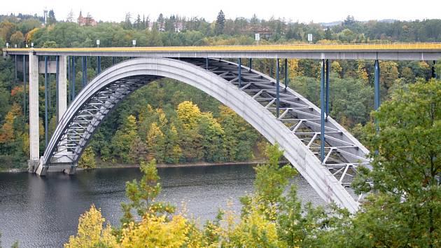 Žďákovský most na Orlické přehradě.