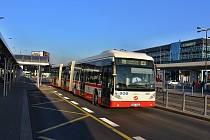Autobus značky VanHool.