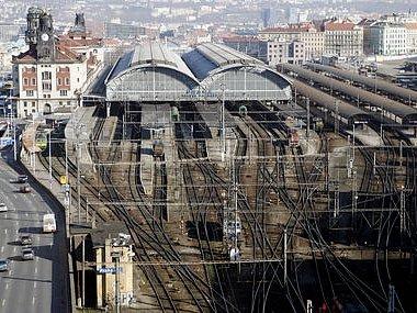 POD ZEM. Nová stanice pro regionální dopravu pod Hlavním nádražím by mohla být moderním dopravním terminálem s přímou návazností na metro. Překážkou ale patrně budou extrémně vysoké náklady./Ilustrační foto