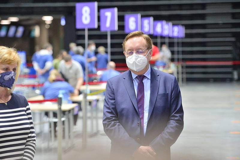 Národní očkovací centrum vzniklo v hale O2 universum. Na snímku je nový ministr zdravotnictví Petr Arenberger (za ANO).