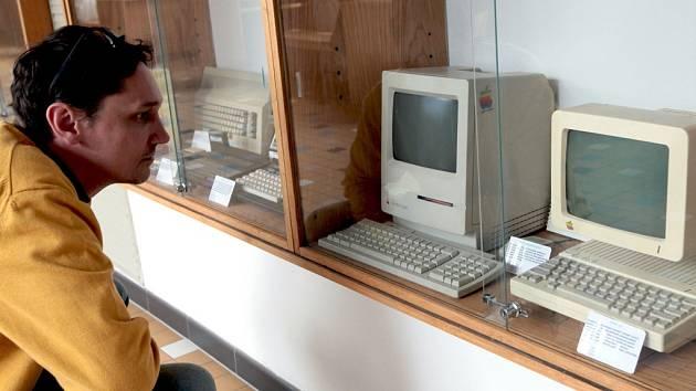 Z výstavy 'Století informace - počítačový svět' na Fakultě elektrotechnické ČVUT v Praze.