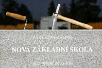 Základní kámen nové školy v Říčanech.