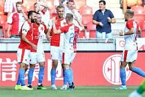 Fotbalisté Slavie slaví jedinou branku do sítě Olomouce