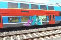 Posprejovaná vlaková souprava. Ilustrační foto.