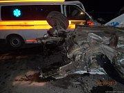 Při nárazu do sanitky nepřežil řidič škodovky