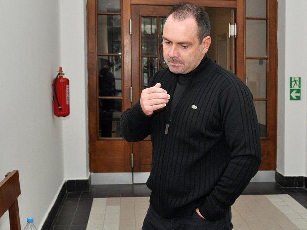 Televizního milionáře neměl u soudu kdo hájit; neplatil advokátovi