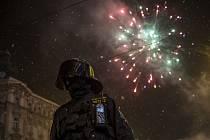 Policisté a strážníci dohlížejí na průběh Silvestra na Václavském náměstí