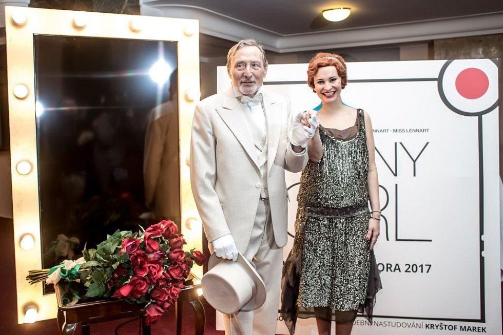 Ukázka kostýmů k chystanému představení Funny Girl v pražském Divadle Dva. Na snímku Monika Absolonová a Ladislav Frej.