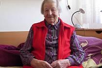 RŮZNORODÁ POVOLÁNÍ. Osmaosmdesátiletá Jarmila Bláhová v mládí pracovala v JZD, přivydělávala si v zahradnictví, vařila v jídelně nebo dělníkům vydávala montérky. Dostala se ale i k řízení mostového jeřábu.