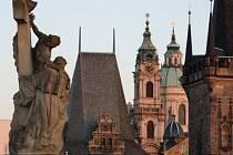 STÁRNOU RYCHLEJI, MAGISTRÁT TO NECHÁVÁ V KLIDU. Vinou klimatických změn se zvyšuje zatížení pražských památek. Město zatím problém neřeší./Ilustrační foto