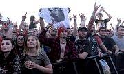 Z koncertu kapely AC/DC na letišti v pražských Letňanech.