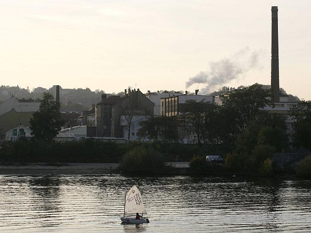 VLASTNÍCI SE MĚNÍ, pivovar na smíchovském břehu Vltavy zůstává.