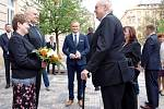 Návštěvou krajského úřadu v Praze začala v pondělí 18. dubna 2016 třídenní cesta prezidenta Miloše Zemana po Středočeském kraji.