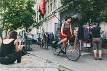 V prostorách Meet Factory se v neděli koná Blešák. Kromě nákupu si můžete i zdarma prohlédnout probíhající výstavy.