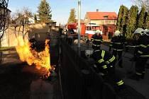 Hořel plyn od popelnice, nebo od elektriky?